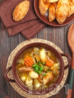 Супа със свинско месо, картофи, моркови, бял боб и зелен фасул (зелен боб) от консерва или буркан - снимка на рецептата